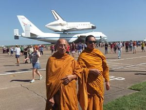 320px-Monks_In_Front_Of_Space_Shuttle_Endeavour
